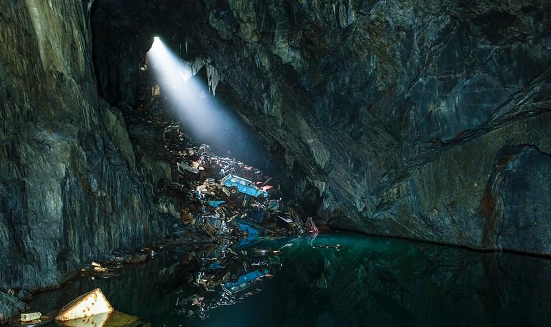 Une décharge sauvage dans une grotte (Wales, UK)